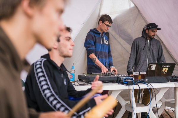 DJ Sets la Sisters Café pe Someș