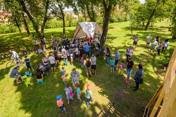 Masa bunei vecinătăți (III) — Picnic cu comunitatea