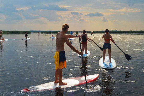 Plimbări cu paddleboard pe lac, cu SUPAcademy